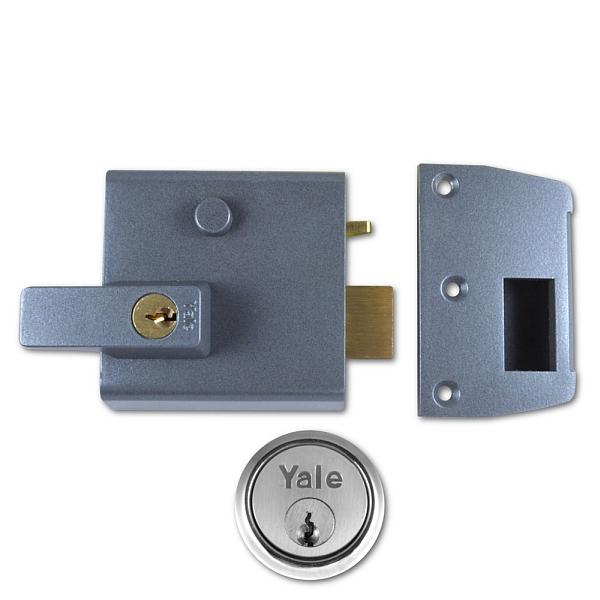 Yale No. 1 60mm Auto-Deadlocking Nightlatch With Satin Chrome Cylinder